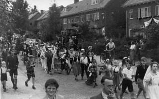 Koninginnedag 1946 op de Laan van Klarenbeek