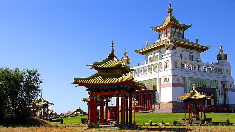 Vihara Emas Buddha Shakyamuni di Elista, Kalmykia, Rusia.