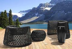 Stühle vor Bergkulisse