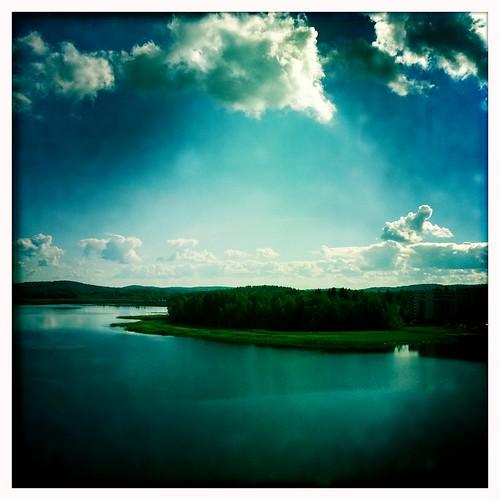 lake home clouds finland living balcony highrise processed jyväskylä condominium järvi jyväsjärvi lutakko horisontti tornitalo iphone4 hipstamatic