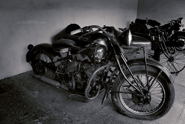 Motorcycle early features qustion to who invented the mot