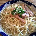 八重山そば処来夏世 スープに味はしっかりついてるけど、麺のせいか淡白に感じたかなぁ - from Brightkite