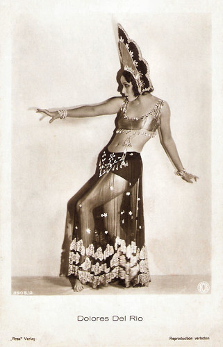 Dolores del Rio in The Red Dance (1928)