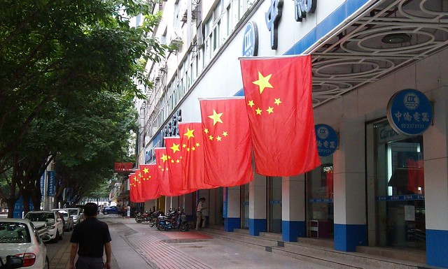 中国国庆节街边到处是五星红旗