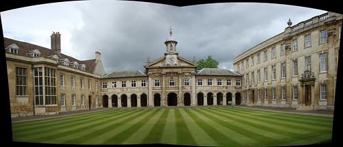 Perfecto y cuidado césped en el patio del Emmanuel College cambridge - 5067011775 49fe5a3119 - Cambridge (England) y sus rincones para turistas