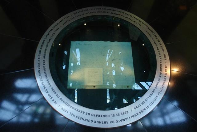 Contrato original de Arrendamiento por 9000 años que firmó Arthur Guinness en 1759 por el edificio y fábrica en la que estamos.
