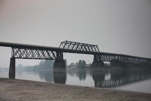 canada britishcolumbia kamloops woodenbridge redbridge historicbridge souththompsonriver howetruss trussbridge canadianbridge thrutruss throughtrussbridge howedecktruss howethroughtruss