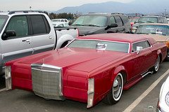 lincoln mark series(0.0), rolls-royce phantom(0.0), lincoln continental(0.0), automobile(1.0), automotive exterior(1.0), lincoln motor company(1.0), vehicle(1.0), full-size car(1.0), lincoln continental mark v(1.0), sedan(1.0), land vehicle(1.0), luxury vehicle(1.0), motor vehicle(1.0),