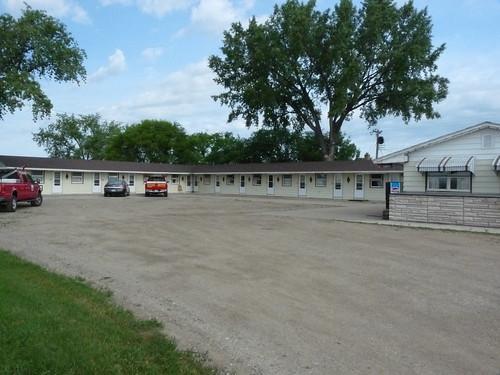 267 North Dakota, Sterling, Tops Motel