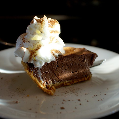 Dark chocolate-agave cream pie