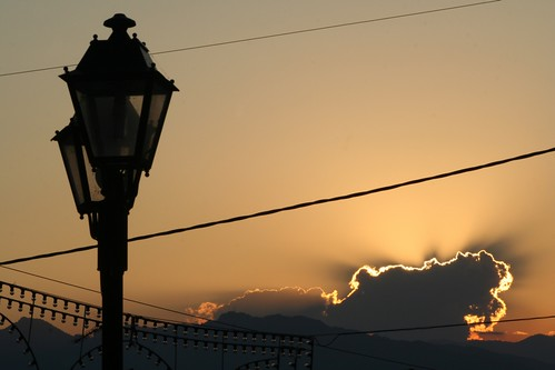 sunset tramonto greece grecia luci festa paesaggio controluce lampione luminarie landascape kalambaka supercontest