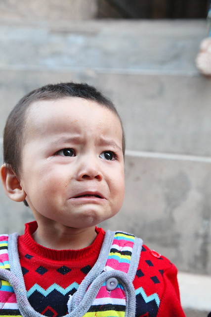 カシュガル、泣き出す瞬間の坊や