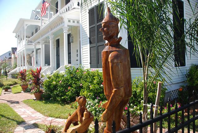Galveston texas tree carvings chainsaw of