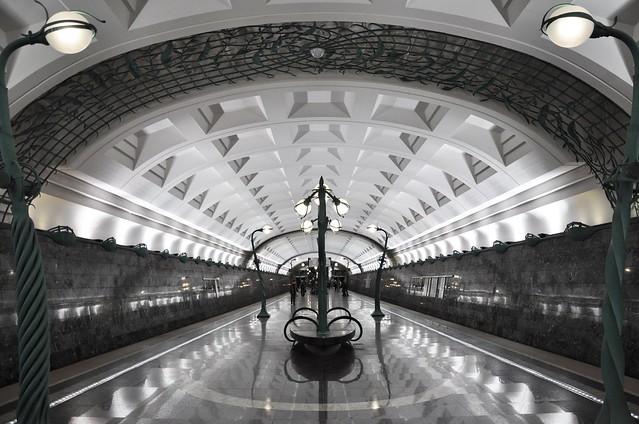 Москва (Moscow) - Slavyansky Bulvar (Славянский бульвар)