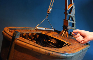 Ship model with crane / Skeppsmodell med kran