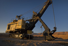 mining(0.0), vehicle(1.0), construction equipment(1.0), crane(1.0), bulldozer(1.0),