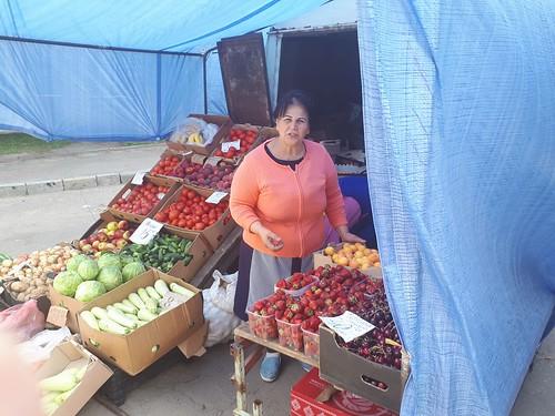 Рівняни обурюються базарницям, які продають гниль
