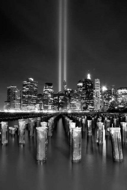 4987726866 292c44687f z Amazing Photos Of The 9/11 Tribute In Light