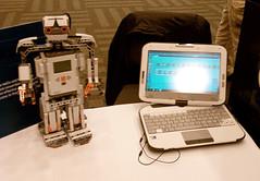 Classmates PC w Programmable Robot IMAG0243,png
