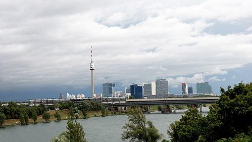 Wien - Vienna - Blick auf Donauturm, Uno City und Neue Donau