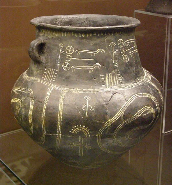Middle Bronze Age pottery, burial urn, 15th century BC