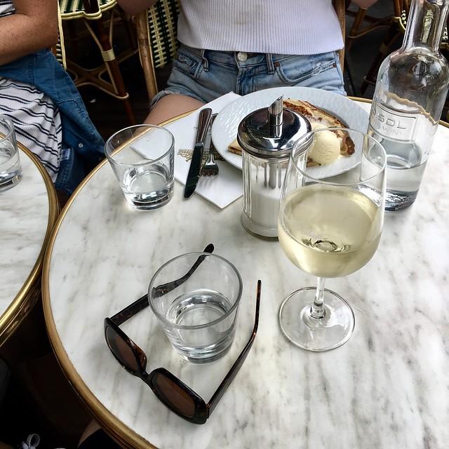 Café and crêpe time