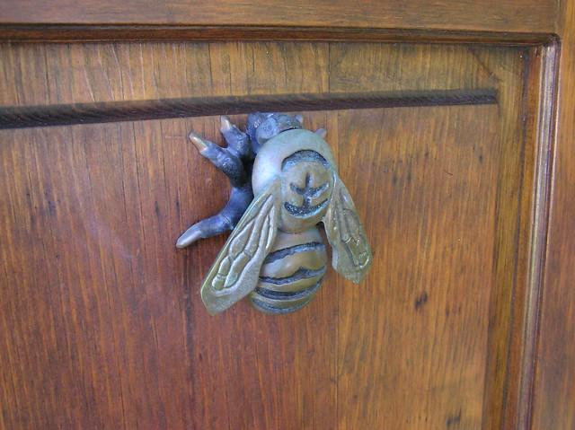 bee door knocker 2 flickr photo sharing. Black Bedroom Furniture Sets. Home Design Ideas