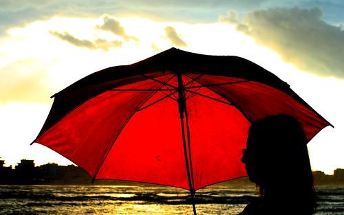sunset women italia tramonto nuvole mare rimini donne riflessi pioggia controluce città emiliaromagna romagna darsena ombrelli femmina mareadriatico paesaggimarini imieiluoghi chicècèincontrianordest