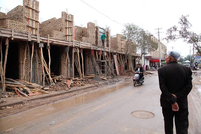 カシュガル旧市街、再建中の家々