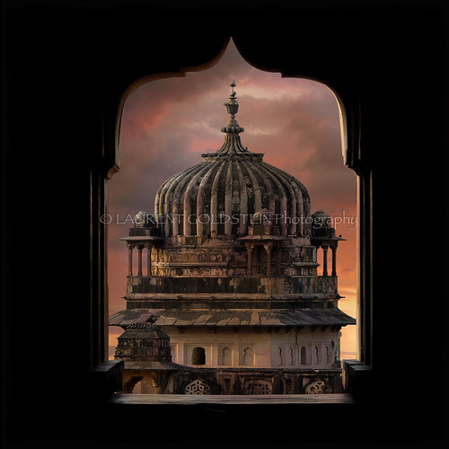 travel sunset sky heritage window mystery architecture clouds square temple evening colours perspective dream atmosphere hindu hinduism chiaroscuro celestial clairobscur mughal madhyapradesh orchha rajput भारत indiasong