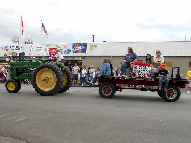 Tractor Pulled Wagon : Farmall tractor pulling wagon with antique widows