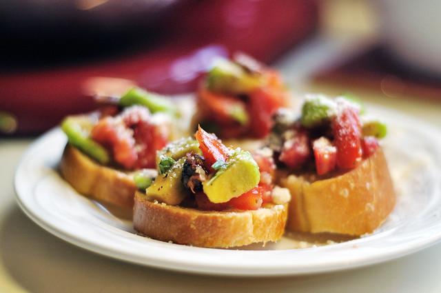 Guacamole Bruschetta | Appetizers and Snacks | Pinterest
