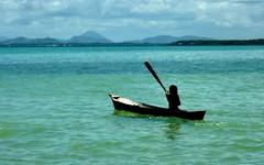 watercraft rowing(0.0), long-tail boat(0.0), kayaking(0.0), sea kayak(0.0), canoeing(0.0), canoe(1.0), vehicle(1.0), sea(1.0), bay(1.0), kayak(1.0), boating(1.0), watercraft(1.0), boat(1.0), paddle(1.0),