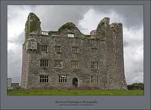 ireland castle clare ruin burren leamaneh