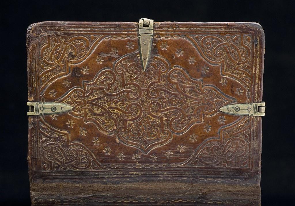 Sixfold dos-à-dos binding: Detail