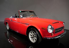 sunbeam tiger(0.0), triumph tr6(0.0), automobile(1.0), vehicle(1.0), datsun roadster(1.0), antique car(1.0), classic car(1.0), land vehicle(1.0), convertible(1.0), sports car(1.0),