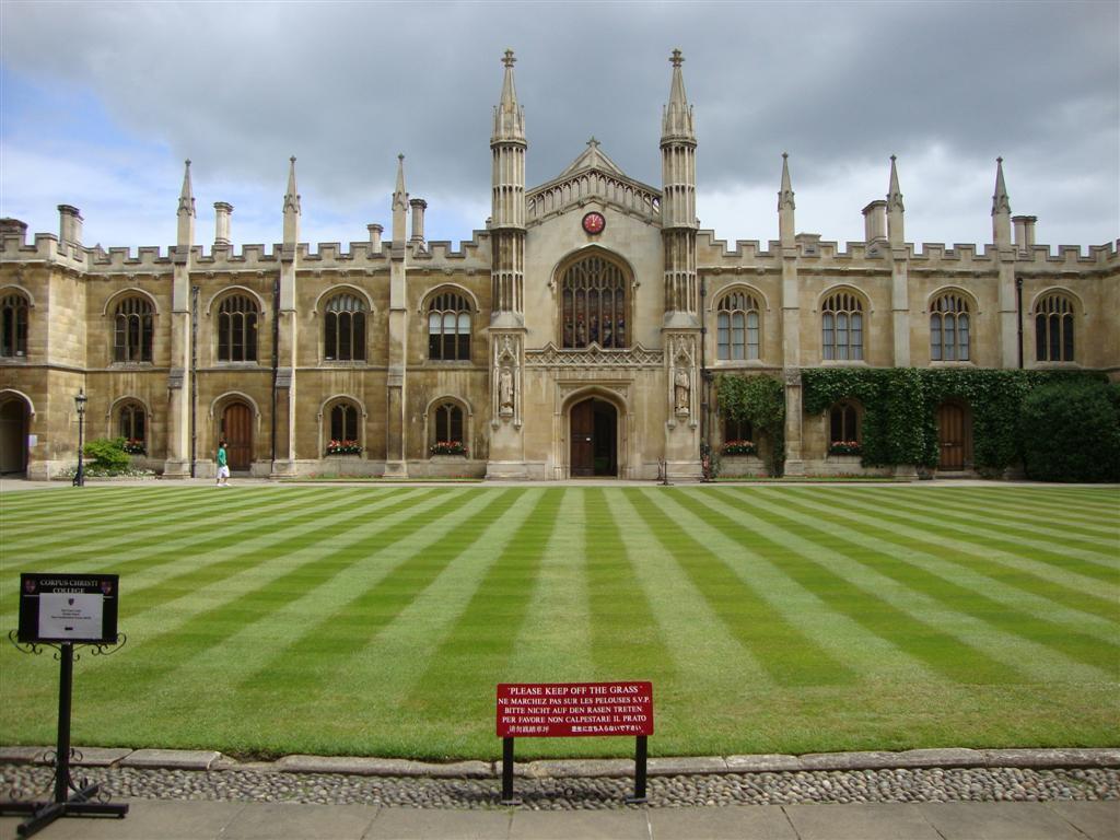 Interior del Corpus Christi College, también muy cuidado y verde. cambridge - 5067615836 a0748ce10f o - Cambridge (England) y sus rincones para turistas
