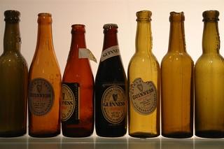 Botellas y tipos de cervezas Guinness históricas de su museo