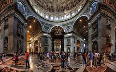Baldacchino di San Pietro e La cupola di Michelangelo, Basilica di San Pietro in Vaticano, Italia