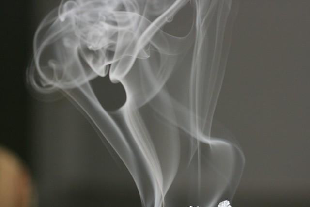 """Лікарі розвінчали міф про """"безпечність"""" електронних сигарет: що потрібно знати"""