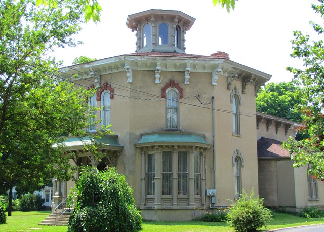 Marshall 39 s octagon house flickr photo sharing for Octagon homes