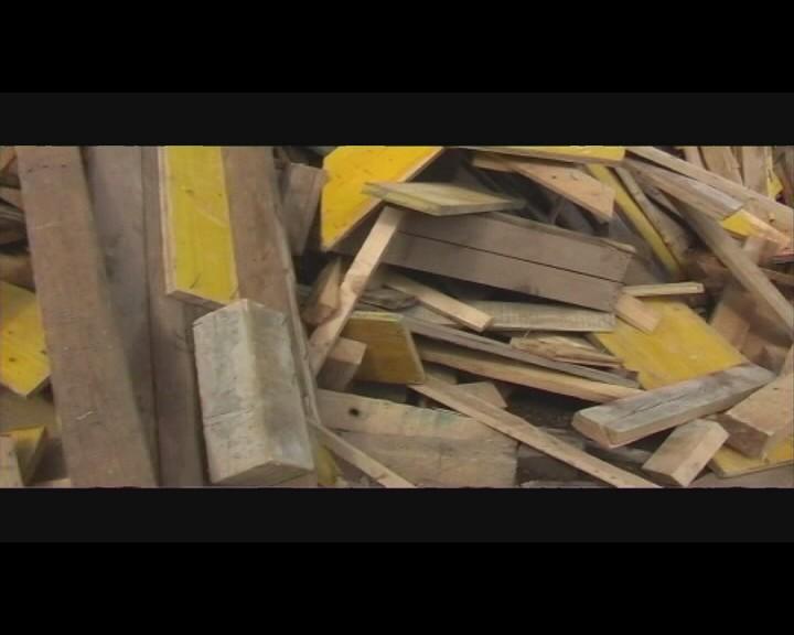 Altholzbehandlung: Shredder und Siebanlage