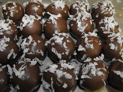 chocolate truffle, chocolate balls, chokladboll, bonbon, rum ball, food, chocolate, cuisine, snack food, praline,