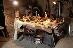 Experte für Gefäße und Objekte aus Speckstein, Arno Reinecke auf dem 2. Herbstmarkt in Haithabu - Museumsfreifläche Wikinger Museum Haithabu WHH 03-10-2010