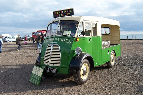 1958 Morris J type milk float TLJ 568