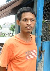 """Buruh, 50, """"Ke depan bisa nggak Danukusuman bebas banjir."""" : Laborer, 50, """"In the future Danukusuman should be free of floods."""""""
