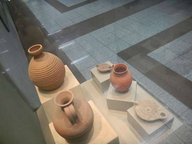 Late Roman jugs and lamps from the Panepistimio metro station