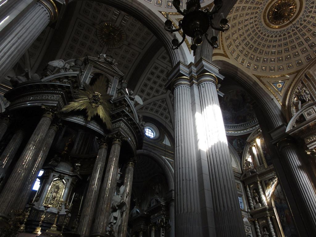 Kathedrale in Puebla. <a href='http://www.flickr.com/photos/omaromar/sets/72157625308037271/with/5193423950/'>Mehr Bilder</a>.