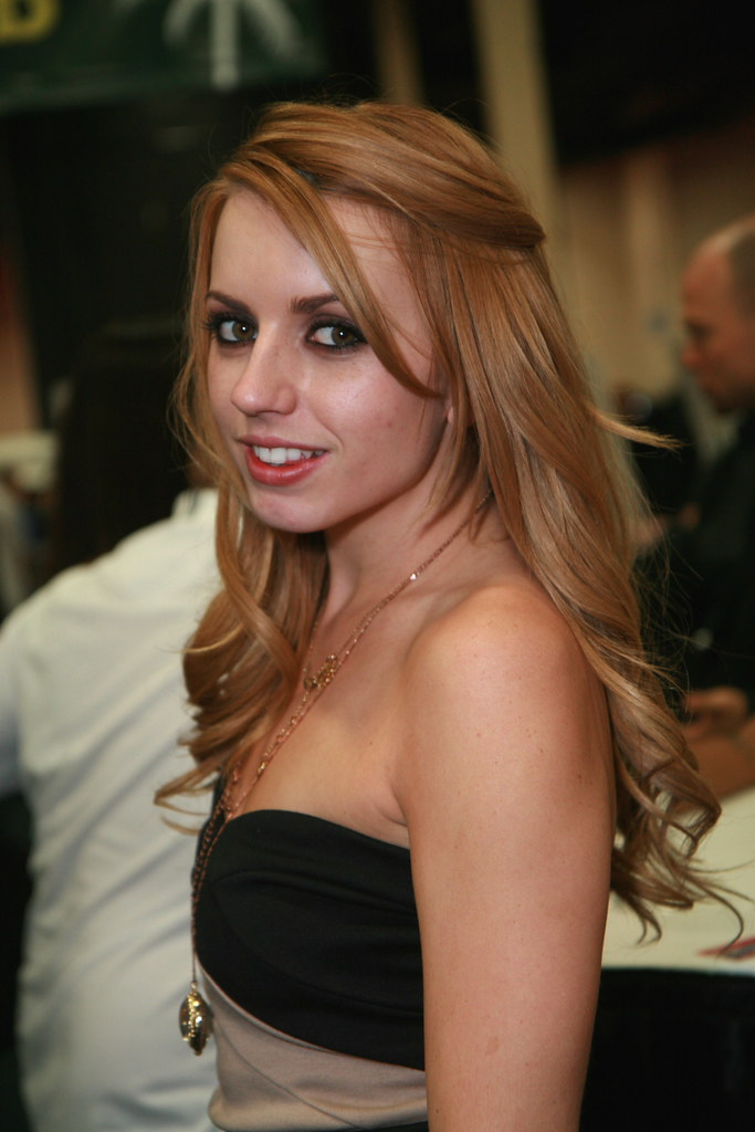 Mia Malkova vs Lexi Belle