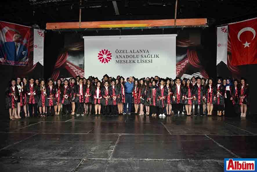 Özel Alanya Anadolu Sağlık Meslek Lisesi ilk mezunlarını verdi